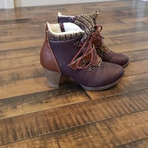 Muk Luks heeled purple hiking boot. Sz 7